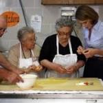 anziane in cucina